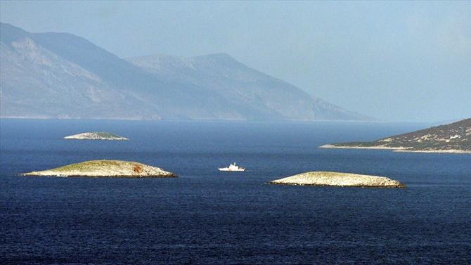 Sahil Güvenlik botları Kardak'ta sıkı devriyede