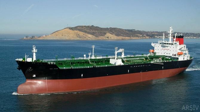 BAE'nde petrol tankeri kayalara çarptı: 3 ölü