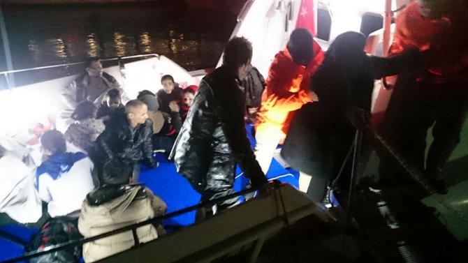 Akdeniz'de kurtarılan göçmenler Sicilya'ya taşındı
