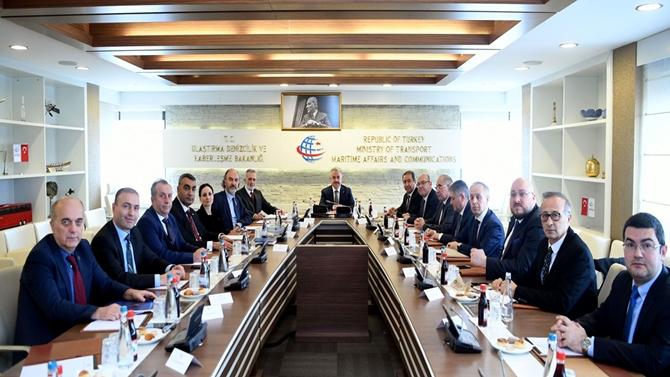 """KOSDER """"UDH Bakanı Ahmet Arslan""""ı ziyaret etti"""