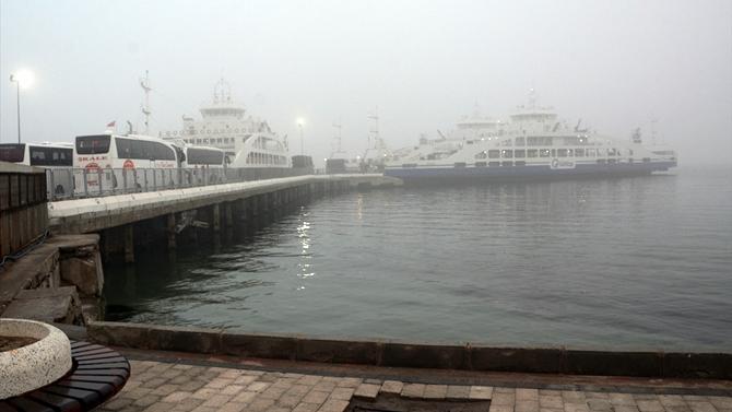 Çanakkale'de yoğun sis deniz ulaşımını etkiliyor