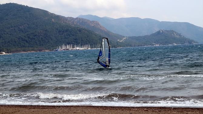 Marmaris'ta sörfçüler rüzgarlarına kavuştu