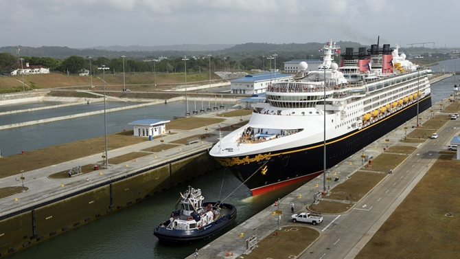 M/S Disney Wonder, yeni Panama Kanalı'ndan geçti
