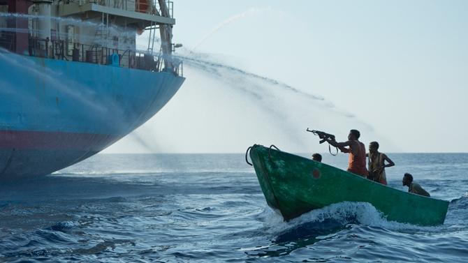 İsviçre gemisine korsan saldırısı: 12 mürettebat kaçırıldı