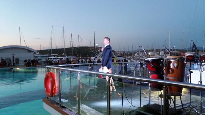 Teos Marina'da sezon 'Retro Parti' ile açıldı