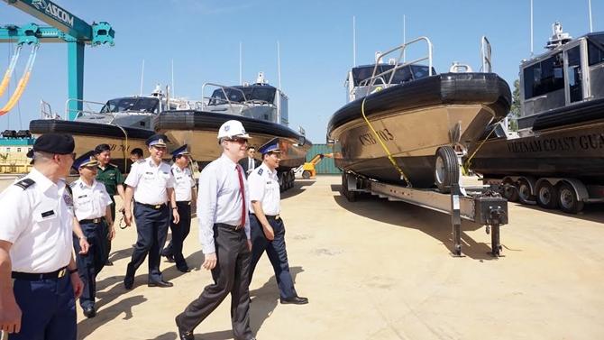 ABD, Vietnam Sahil Güvenlik'ine devriye botlarını teslim etti