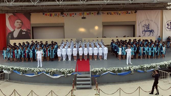 Dokuz Eylül Üniversitesi'nden 244 denizci mezun oldu