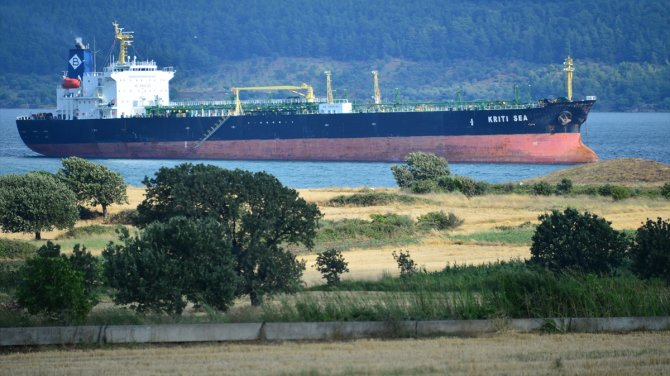 M/T Kriti Sea isimli tanker Çanakkale Boğazı'nda karaya oturdu