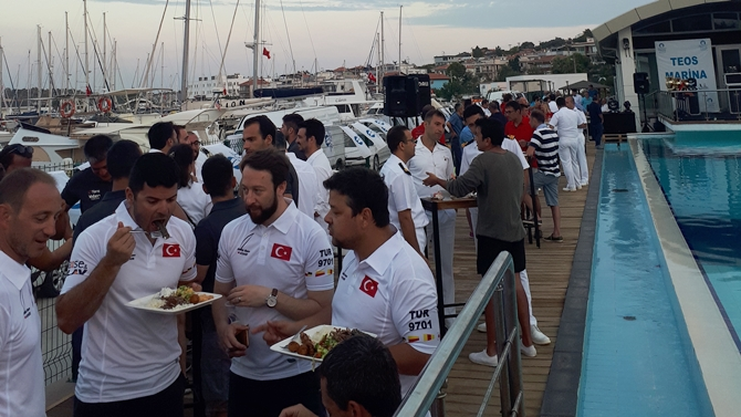 Teos Marina'da kupalarını aldılar