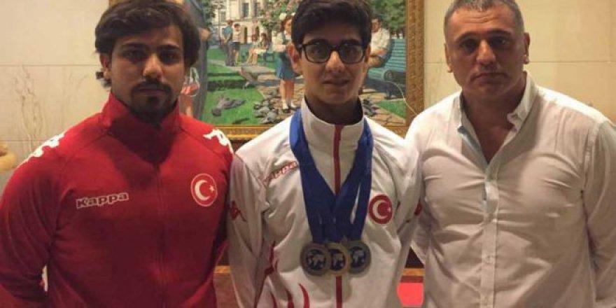 Dünya şampiyonluğunu altın madalya ile tamamladık