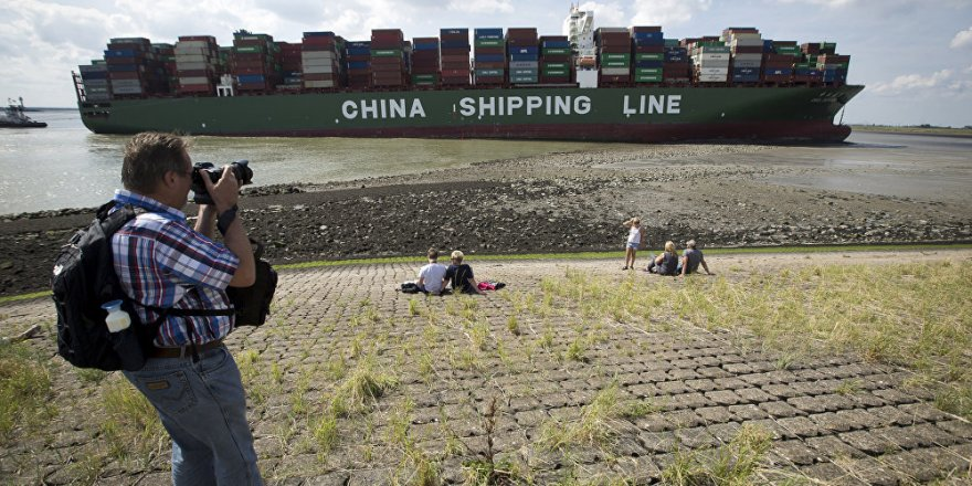 CSCL Jupiter isimli konteyner gemisi karaya oturdu