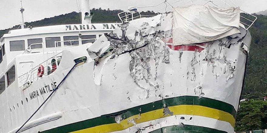 Gemi kayaya çarptı: 87 yaralı
