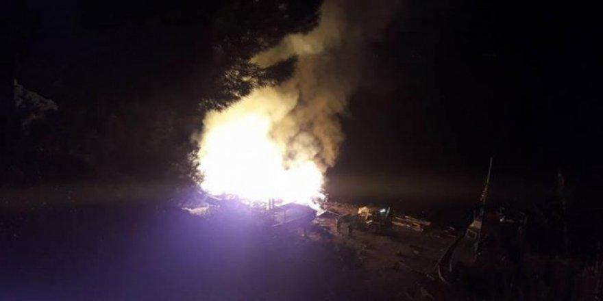 Armutlu'da tersanede yangın çıktı