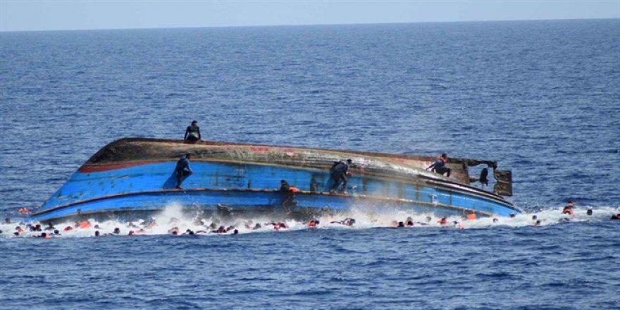 'Göçmen teknesi Sahil Güvenlik'le çarpıştı' iddiası