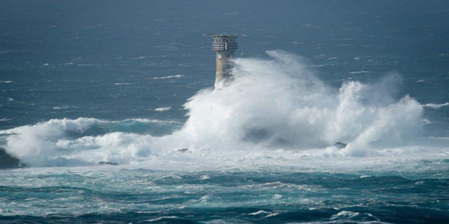 Ofelya tropik fırtınası İrlanda'yı tarumar etti
