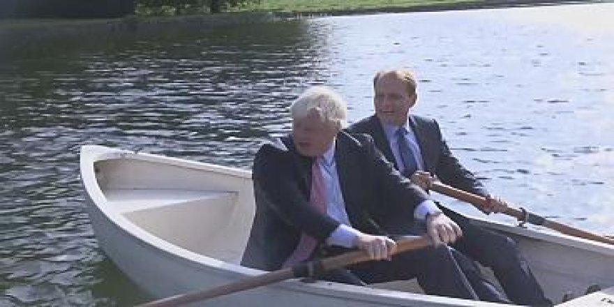Bakan Boris Johnson küreklere asıldı
