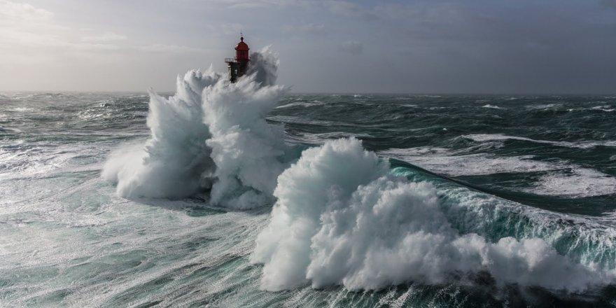 Dalgalara başkaldıran deniz feneri: La Jument