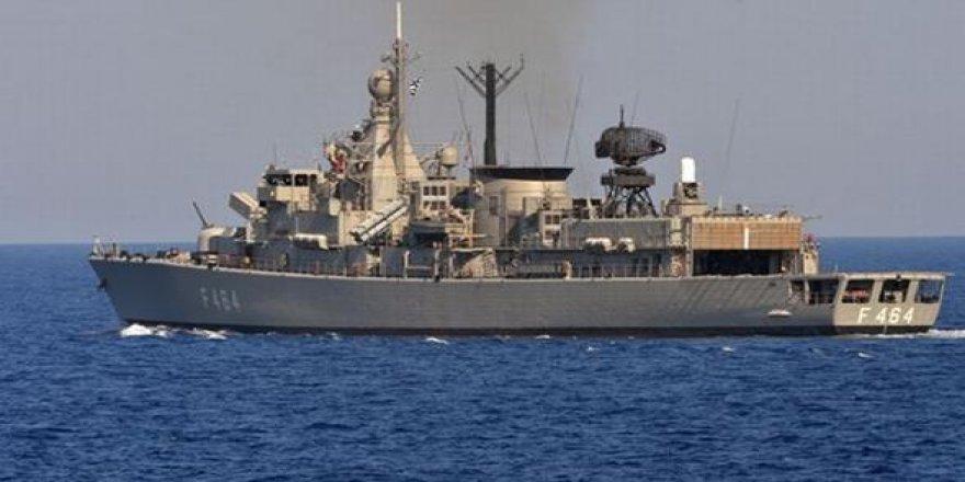 Yunan savaş gemisi HS Kanaris karaya oturdu
