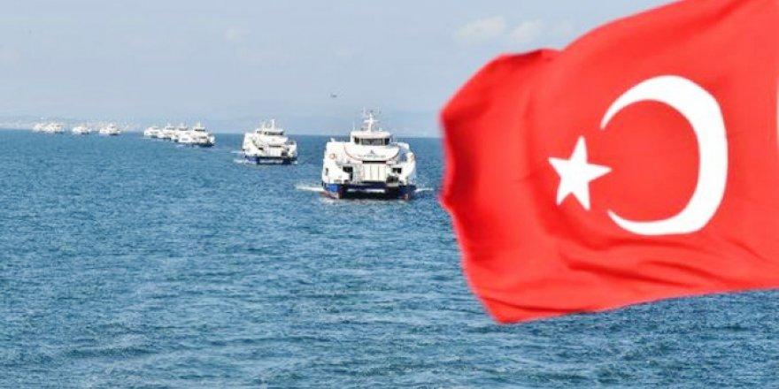 15 yolcu gemisi Körfez'de kuğu gibi süzülüyor