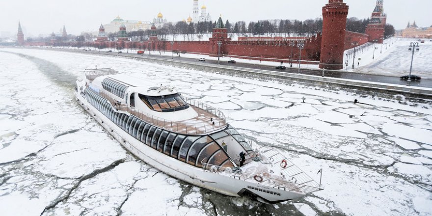 Moskova'da buzkıranla seyahat başladı
