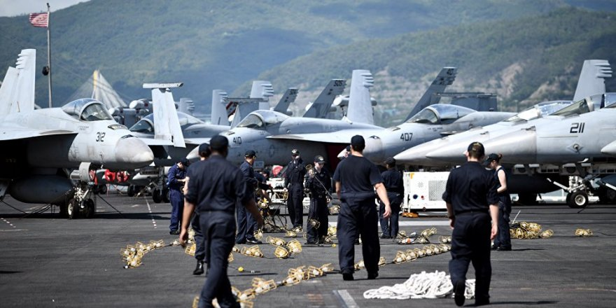 ABD donanmasına ait nakliye uçağı okyanusa düştü