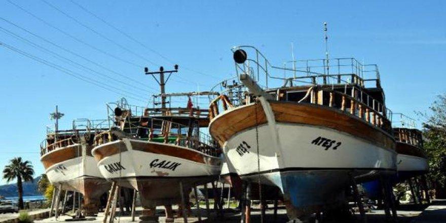 Demre'de tur teknelerine kış molası