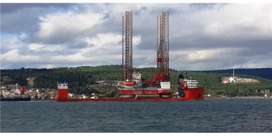 Dev petrol platformunu taşıyan gemi Marmara'ya açıldı