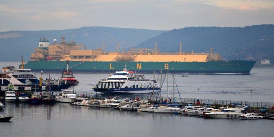 LNG Abuja II geçişi sırasında boğazı trafiğe kapattı