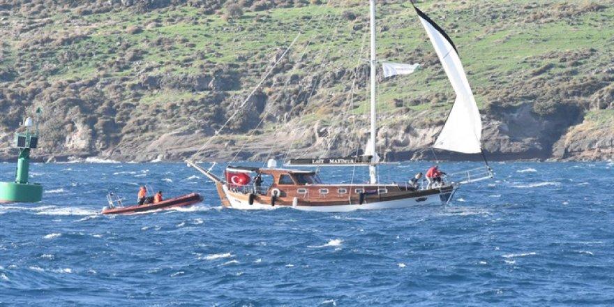 Fırtınanın sürüklediği teknedeki 8 kişi kurtarıldı