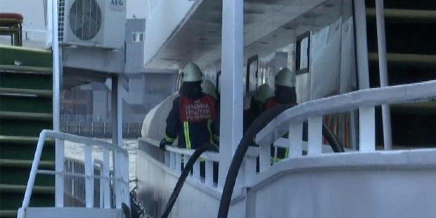 Eminönü'nde tur teknesinde yangın!