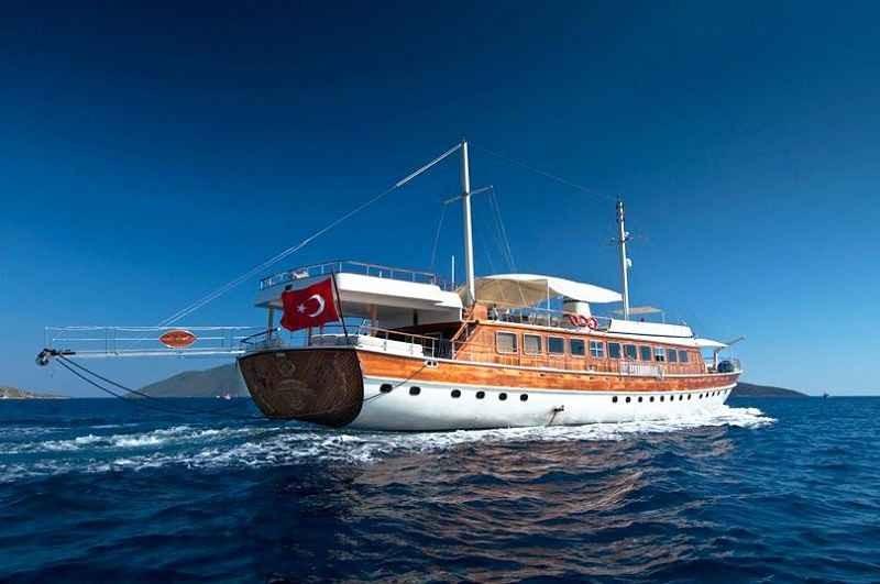 Türk denizcilere Yunanistan'da linç girişimi