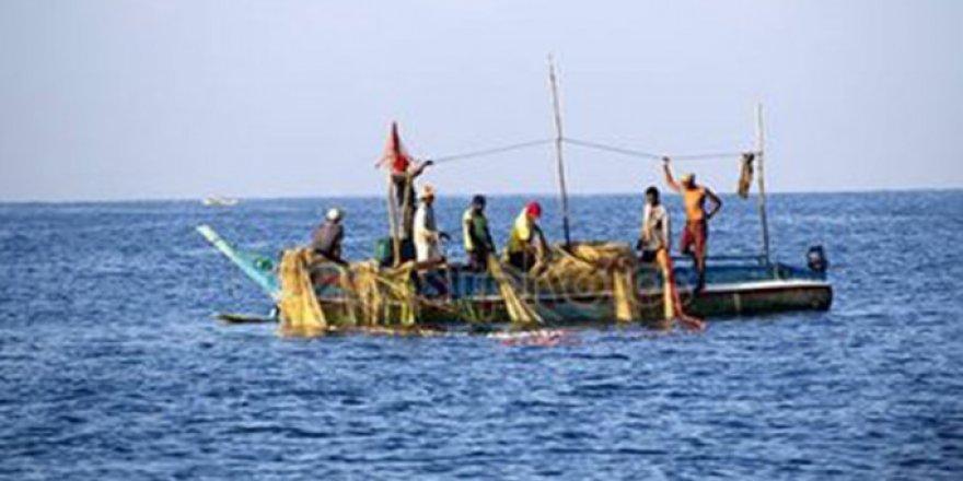 Pakistan 145 Hint balıkçıyı ülkelerine iade etti