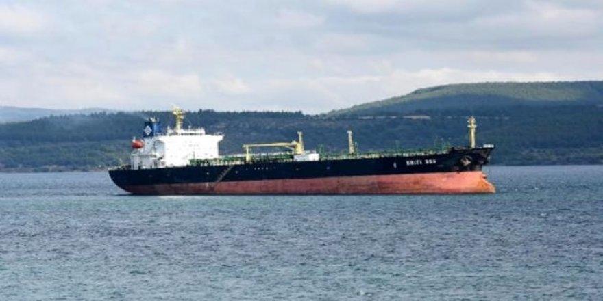 Çanakkale Boğazı'nda arızalanan tanker korkuttu