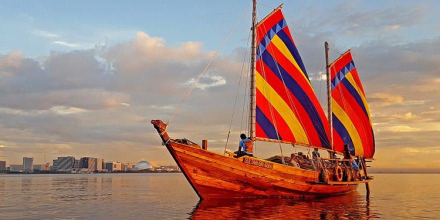 Güney Çin Denizi'nde antik teknelerle tarihi yolculuk