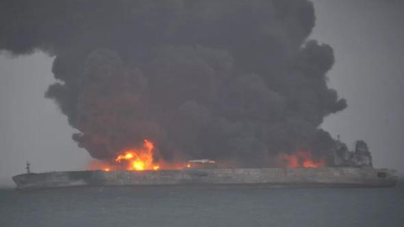Çin'de facia! Petrol tankeriyle yük gemisi çarpıştı