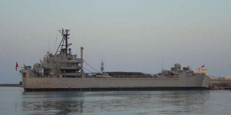 Flaş! İzmir'de askeri gemide yangın