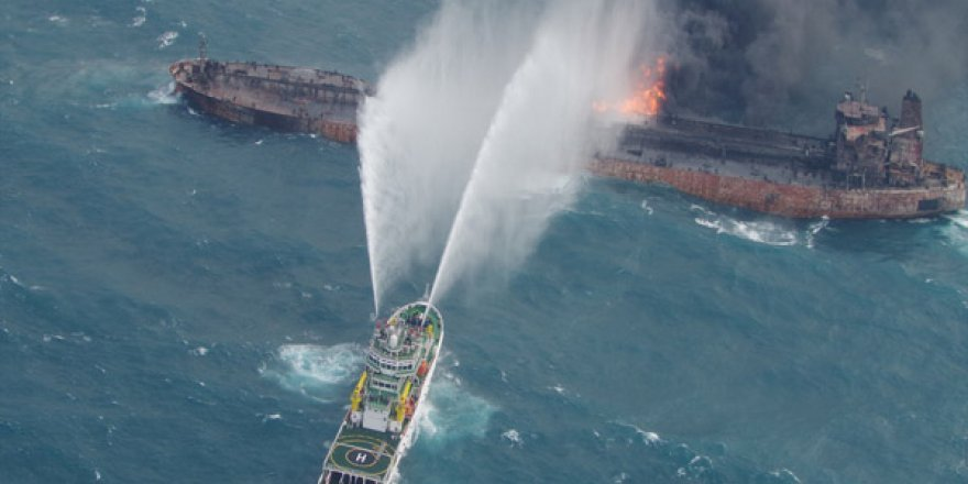 Yanan İran tankeri battı