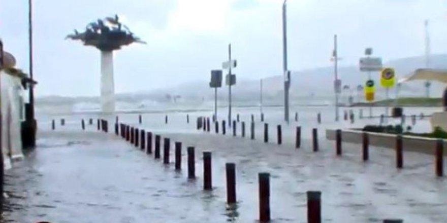 Fırtına Türkiye'yi vurdu! Deniz ulaşımı durdu!