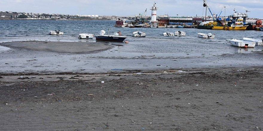Tekirdağ'da deniz çekildi, tekneler karaya oturdu