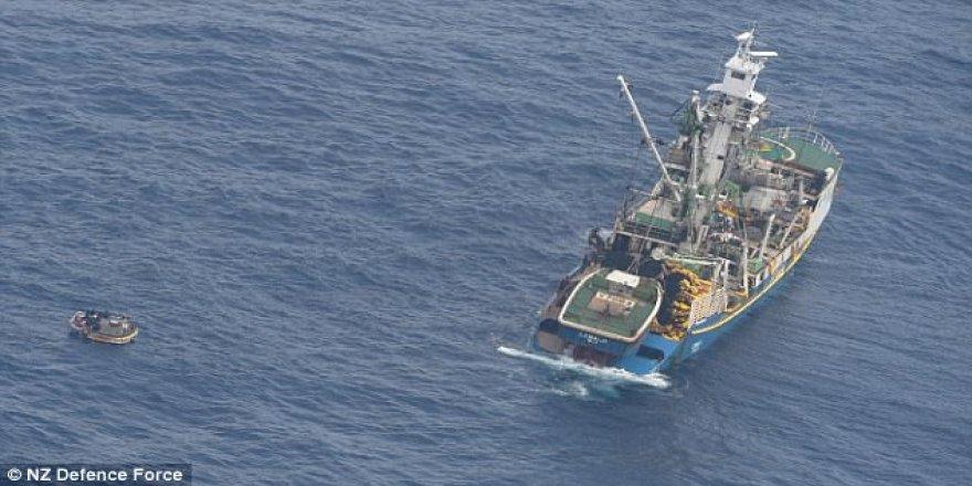 Pasifik'te feribot kayboldu