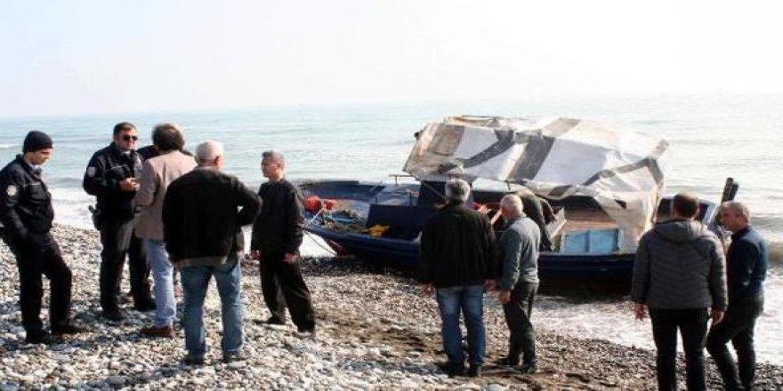Mülteci taşıyan tekne Mersin'de sahile vurdu