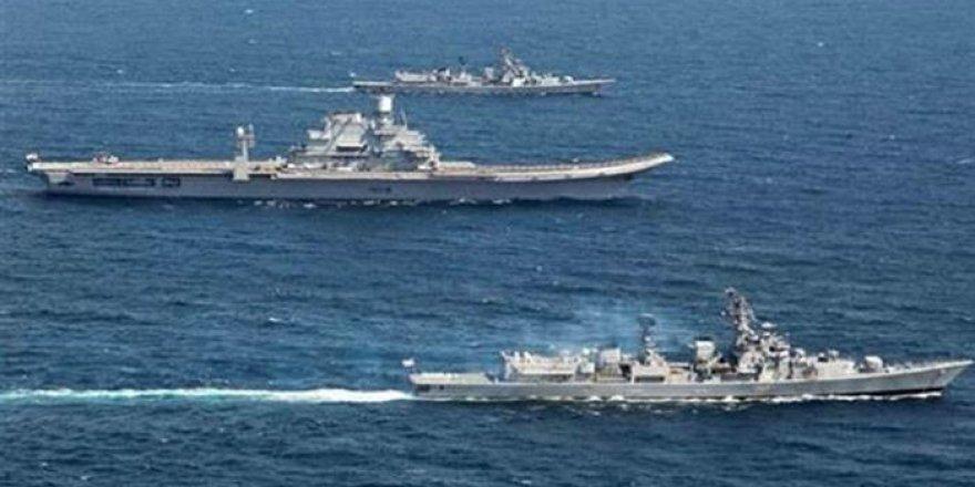 Hindistan Donanması Kuzey Arap Denizi'nde
