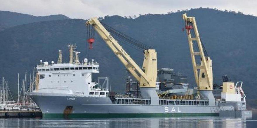 Bakımı yapılan lüks yatlar kargo gemisi ile gönderiliyor