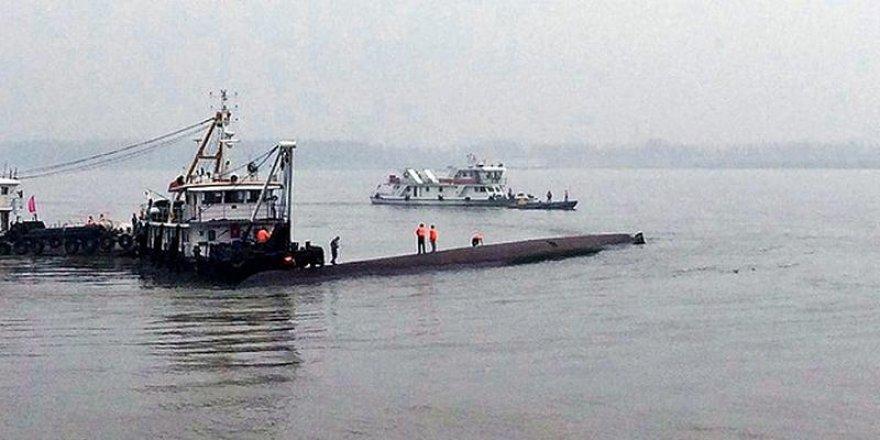 Kargo gemisi alabora oldu : 1 ölü, 5 kayıp