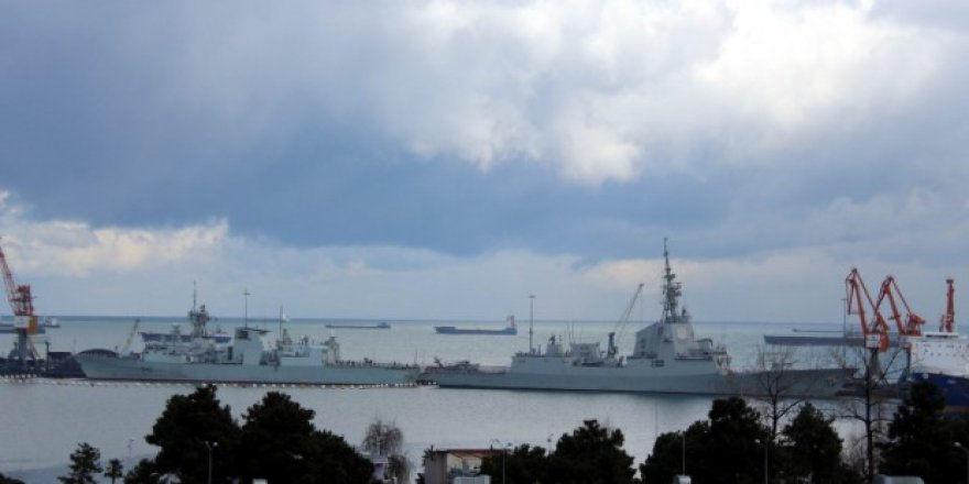 NATO gemileri Sarayburnu'na demir attı