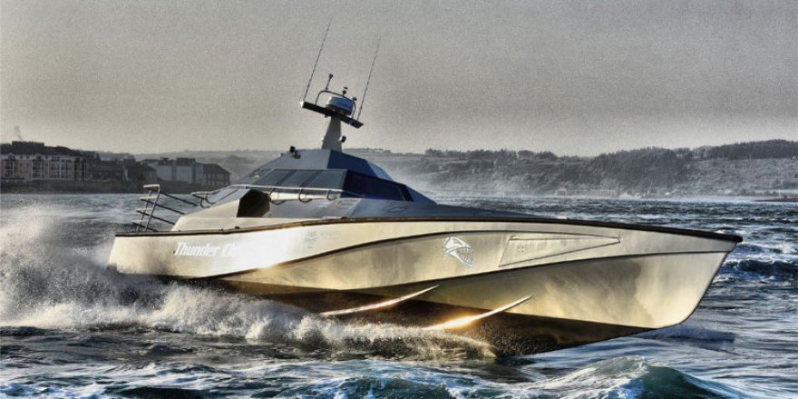 Ters dönse bile kendini düzeltebilen tekne