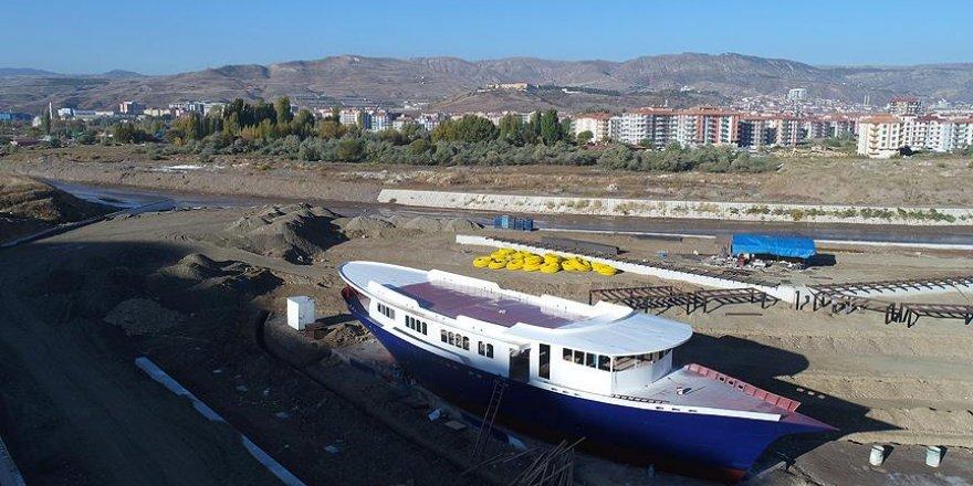 Uçak ve trenin ardından şimdi de gemi kütüphane