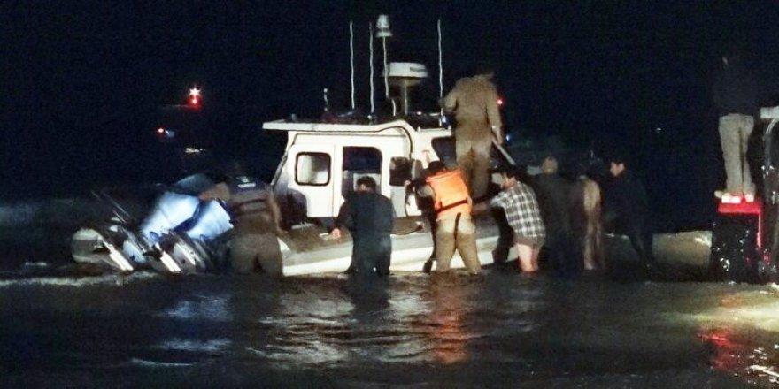 Sahile vuran Sahil Güvenlik botunu köylüler kurtardı