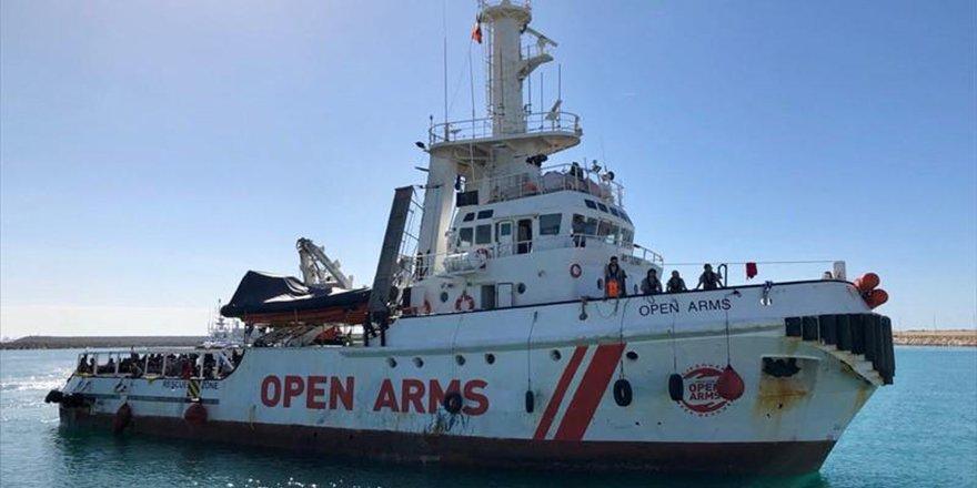 """STK gemisine """"yasa dışı göçü teşvik"""" suçlaması"""