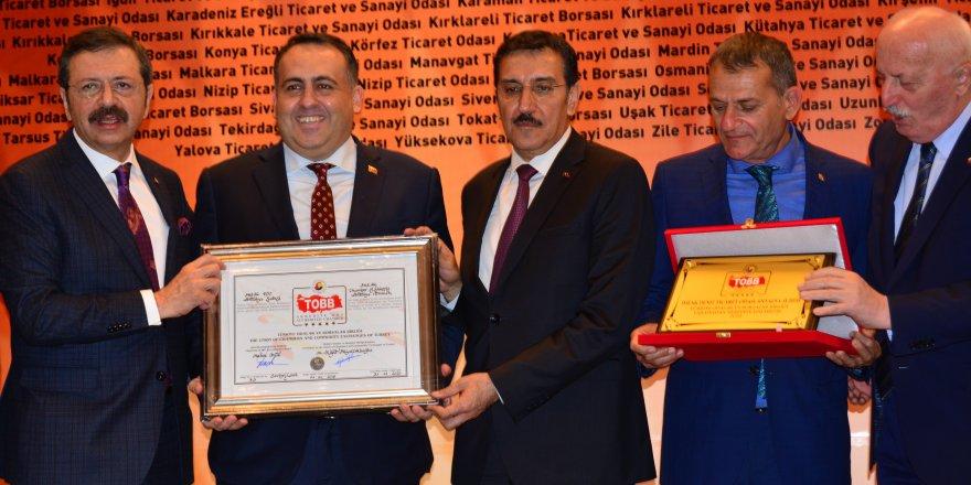 Antalya DTO'nun hizmeti TOBB tarafından ödüllendirildi